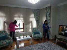 Eve Yardımcı Bayan eve yardımcı bayan Eve Yardımcı Bayan Temizlik Personeli 300x225 270x200